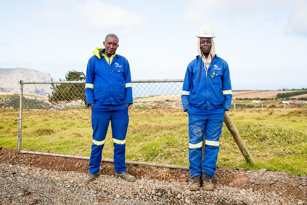 Basil Read workers on Saint Helena island Airport construction field. Рабочие на строительстве аэропорта острова Святой Елены