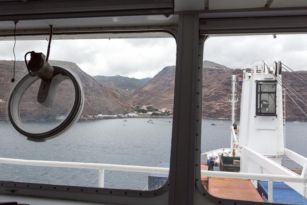 RMS St.Helena arriving to Saint Helena Island. Прибытие грузо-пассажиского корабля RMS St.Helena на остров Святой Елены