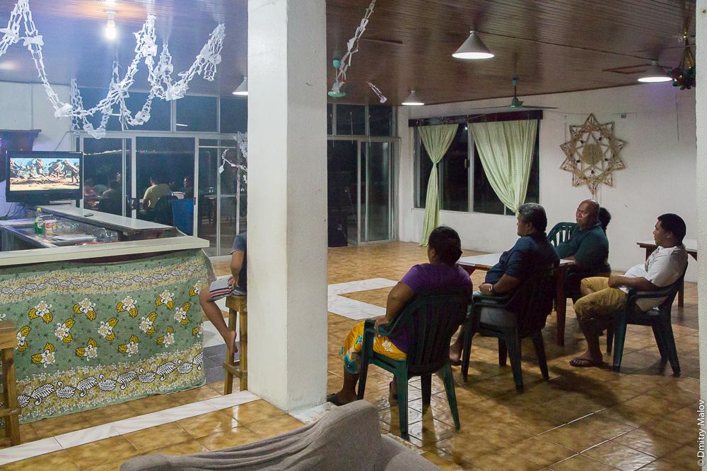 Деревня Ваиаку, атолл Фунафути, Тувалу. Vaiaku village, Tuvalu. Vaiaku Lagi Hotel lobby. Лобби в гостинице.