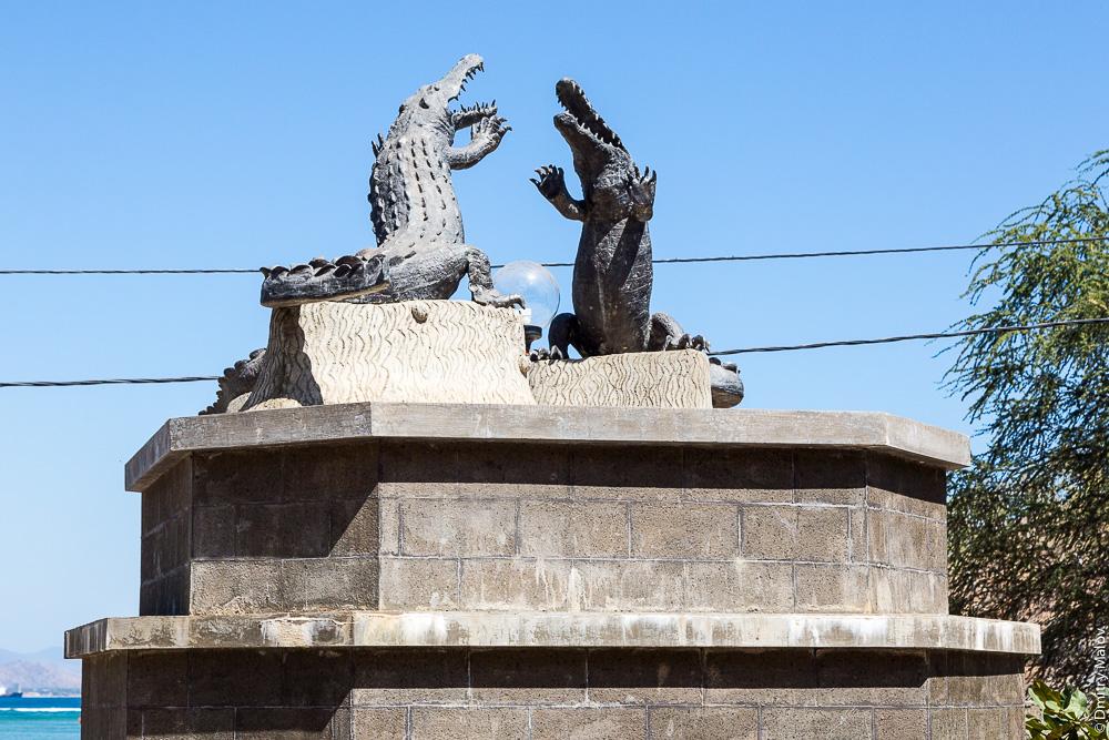 Восточный Тимор, Дили, памятник Гребнистые крокодилы/Солоноводные крокодилы/Морские крокодилы. East Timor, Timor-Leste, Dili, monument of Crocodylus porosus, salties, Saltwater crocodiles