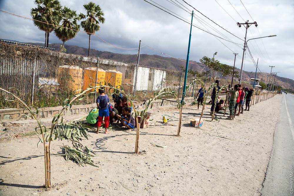 Украшения из веток и листьев в честь приезда высокого гостя, Восточный Тимор
