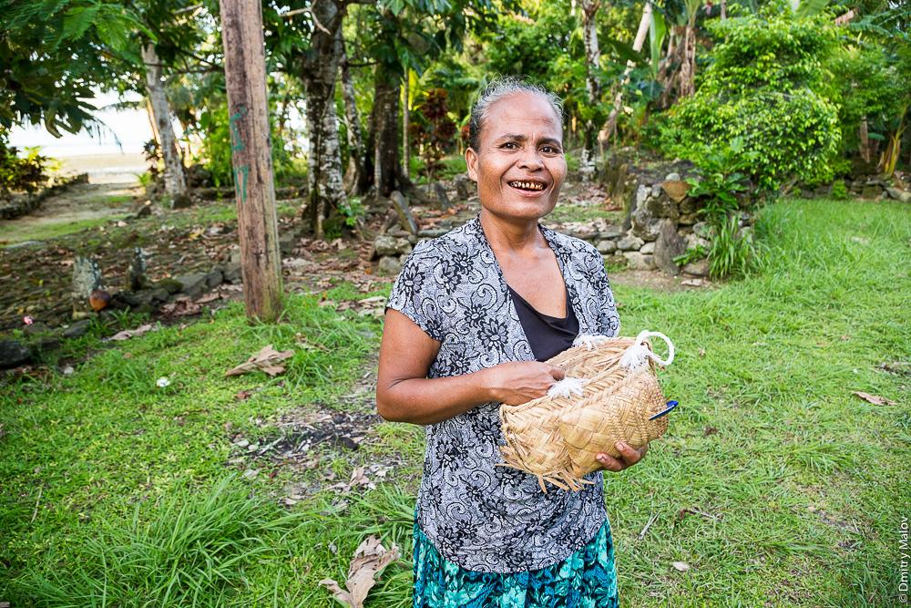 Женщина-потребительница бетеля, остров Яп, Микронезия