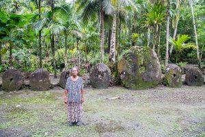 Фото с острова Яп - гигантские каменные деньги раи