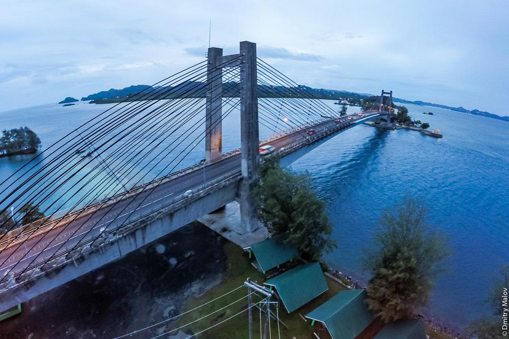 Japan-Palau Friendship Bridge, The Koror–Babeldaob Bridge, Palau. Подвесной японский мост Корор-Бабелтуап, Палау