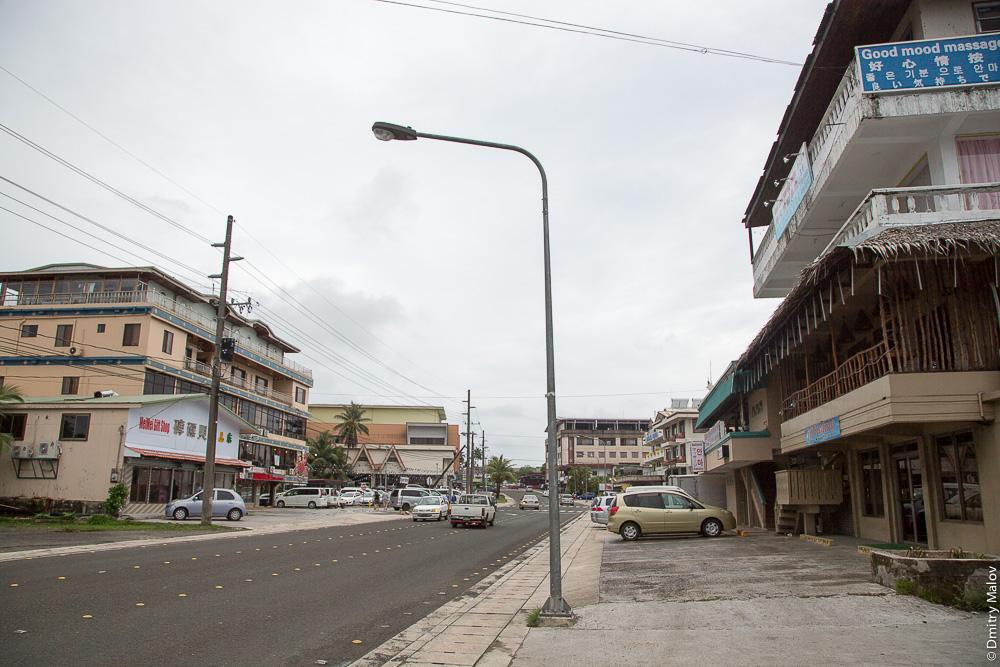 Good mood massage. Main street, Koror, Palau. Главная улица гоода Корор, Палау