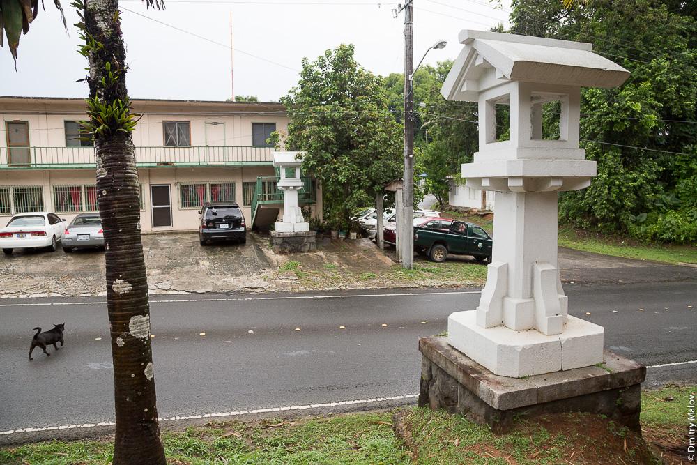 Японские фонари касуга-торо, Корор, Палау. Japanese Kasuga-toro (Pillar Lantern), Koror, Palau