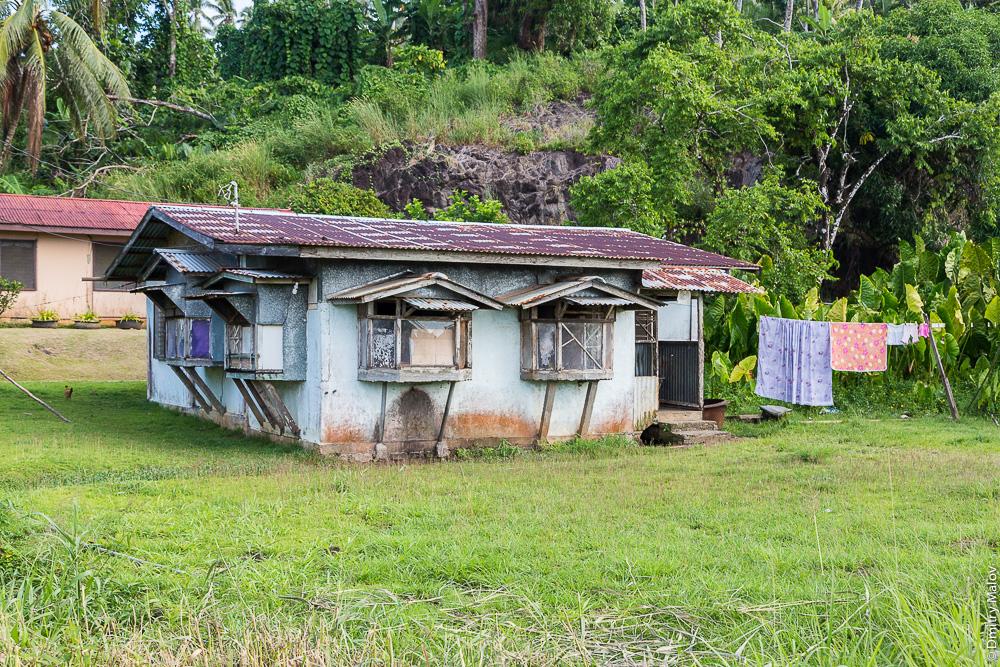 Исторический дом. Деревня, остров Вено, штат Трук (Чуук), Каролинские острова, Микронезия. Historical house. Countryside on Weno Island, Truk/Chuuk state, Caroline Islands, Micronesia.