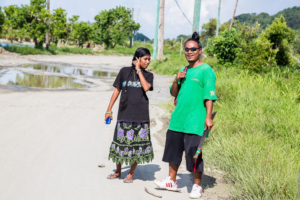 Местные жители острова Вено, штат Трук (Чуук), Каролинские острова, Микронезия. Local native people of Truk/Chuuk, Caroline Islands, Micronesia.