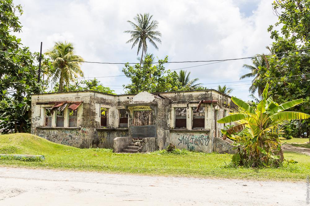 Исторический дом. Остров Вено, штат Трук (Чуук), Каролинские острова, Микронезия. Historical house. Weno Island, Truk/Chuuk state, Caroline Islands, Micronesia.