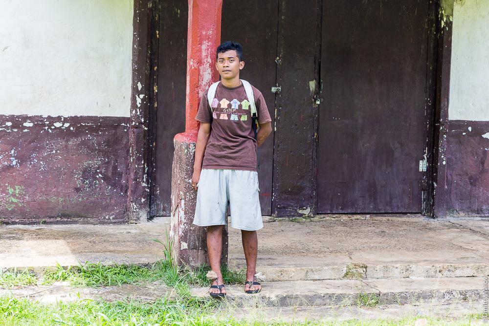 Местный житель мальчик-подросток (парень/юноша), остров Вено, штат Трук (Чуук), Каролинские острова, Микронезия. Local native teen boy/guy, Weno Island, Truk/Chuuk, Caroline Islands, Micronesia.