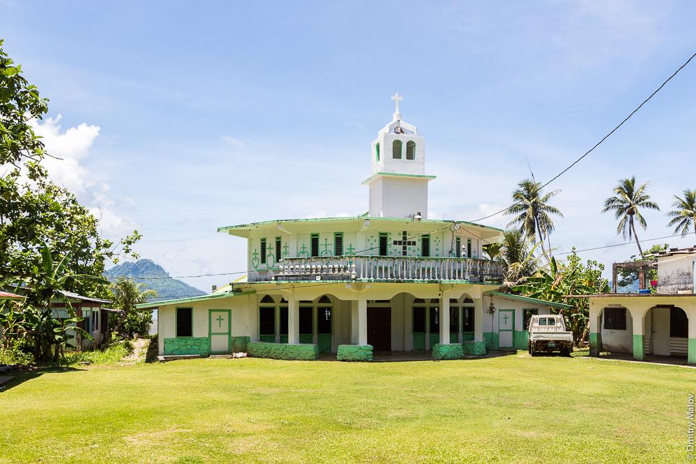 Церковь. Остров Вено, штат Трук (Чуук), Каролинские острова, Микронезия. Church. Weno Island, Truk/Chuuk state, Caroline Islands, Micronesia.