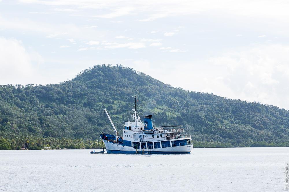 "Судно (некоторые ошибочно говорят ""корабль"") в лагуне Трук (Чуук), Микронезия. Ship, Truk/Chuuk Lagoon, Caroline Islands, Micronesia."