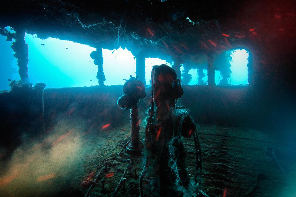 Рубка затонувшего корабля под водой лагуны острова Трук (Чуук), Микронезия