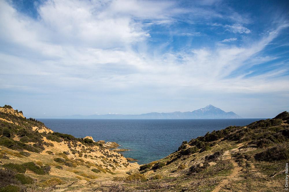 Вид на Святую Гору Афон с полуострова Ситония (Халкидики, Греция)