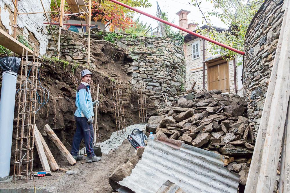 Строительство и реконструкция на улице, город Карея (Кариес), Святая Гора Афон