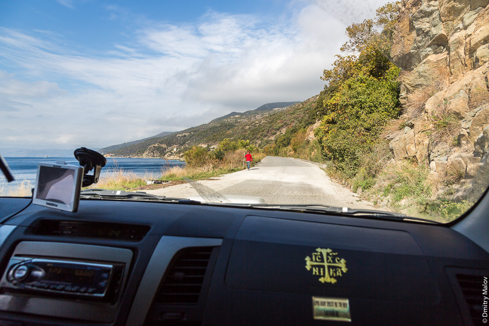 Прибрежная дорога на Святой Горе Афон около Дафни