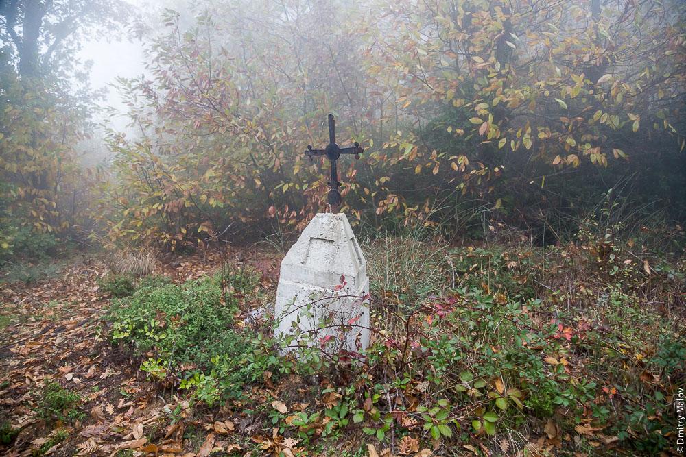 Поклонный крест, ориентир и указатель дороги. Святая Гора Афон.