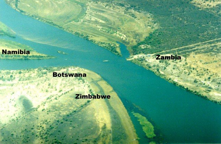 Казунгула, Африка. Единственное место в мире где соприкасаются 4 страны (Зимбабве—Ботсвана—Намибия—Замбия. Quadripoint of Botswana - Namibia - Zambia - Zimbabwe at Kazungula, Africa