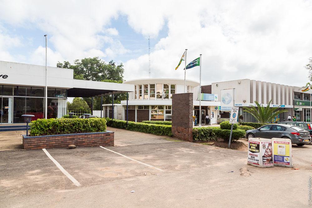 Victoria Falls town centre, Zimbabwe. Виктория-Фолс, центр города, Зимбабве