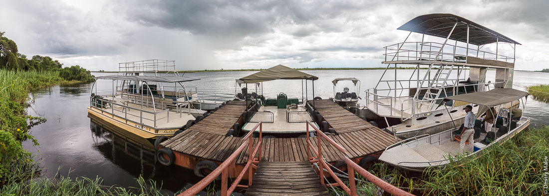 Departing for Chobe river cruise, Kasane, Botswana. Отправление круиза по реке Чобе, Касане, Ботсвана