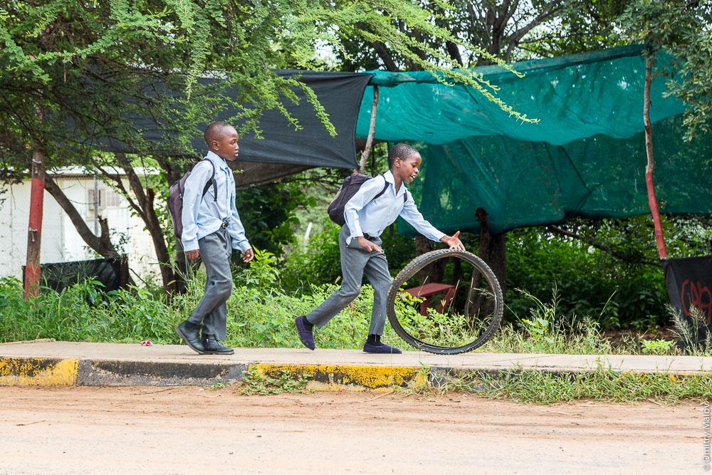 Botswana kids, schoolboys. Бостванские школьники, мальчики, дети.