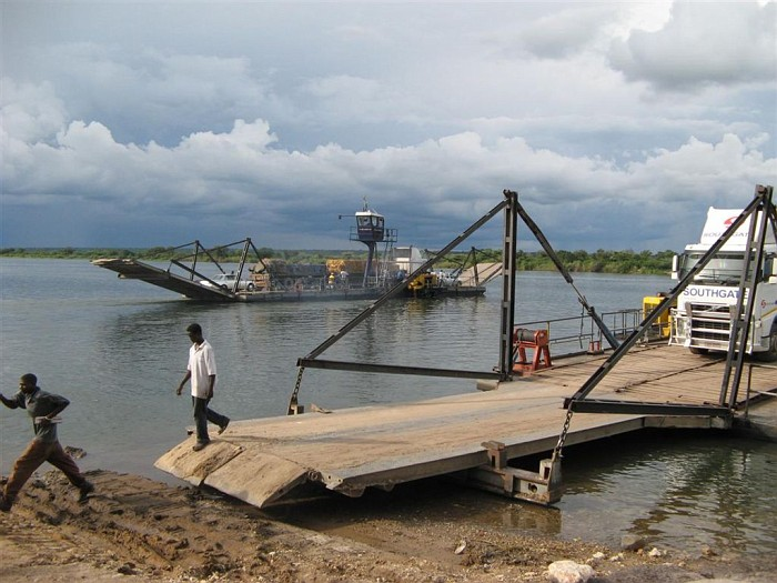 Граница Замбия-Ботсвана: паром, Замбези