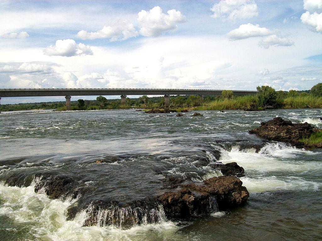 Zambezi bridge near Katima Mulilo, Namibia and Sesheke town, Zambia, Africa. Мост на границе Намибии и Замбии около города Сешеке и Катима-Мулило, река Замбези, Африка