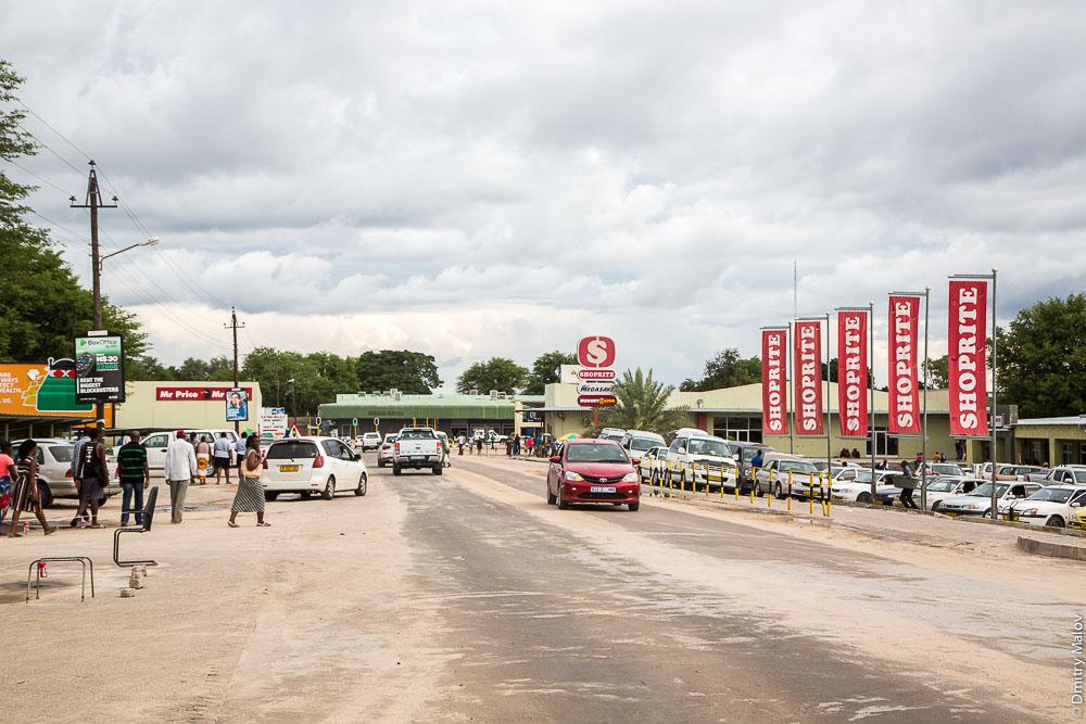 Центр города Катима-Мулило, Намибия. Katima Mulilo town centre, Namibia.