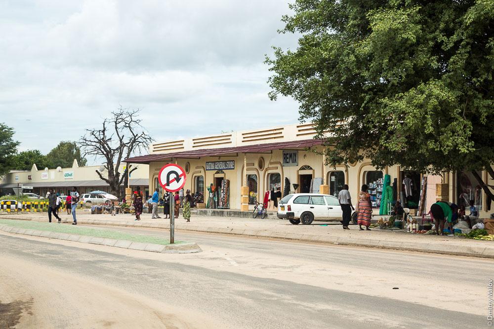 Shops, stores, Katima Mulilo town, Caprivi strip, Namibia. Local people, shops. Полоса Каприви, город Катима-Мулило, Намибия, Африка. Магазины. Местные жители, магазины
