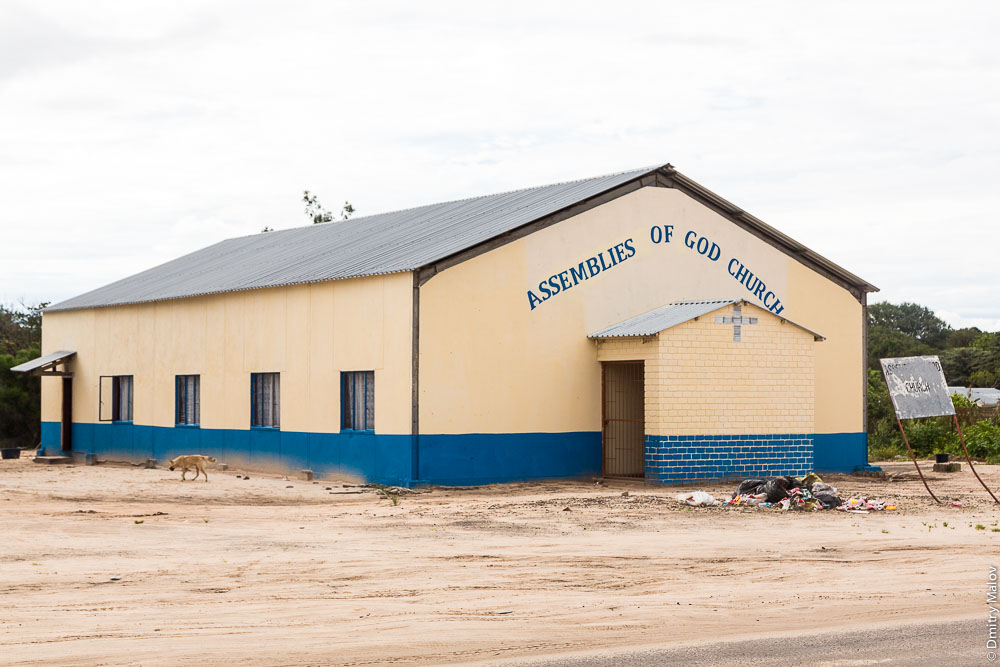 Assemblies of god church and a dog, Katima Mulilo town, Caprivi strip, Namibia, Africa. Полоса Каприви, город Катима-Мулило, Намибия, Африка. Церковь Всемирного братства Ассамблей Бога и собака