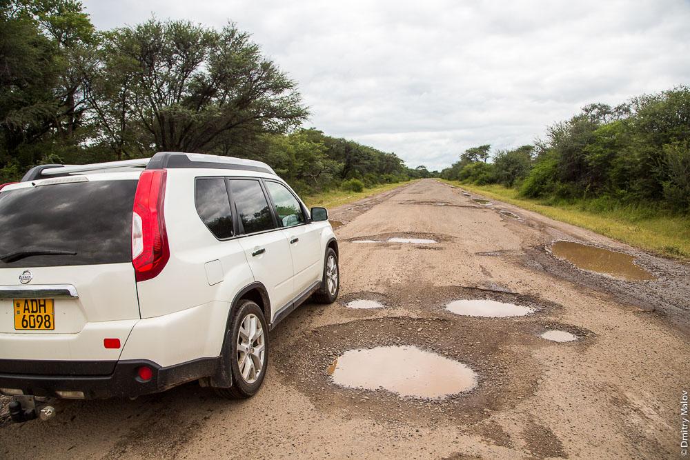Potholes on M10 road Zambia, Sesheke town - Livingstone, Barotseland, Africa. Трасса Сешеке-Ливингстон, Замбия, Баротселенд, Африка, вся в ямах. ADH 608