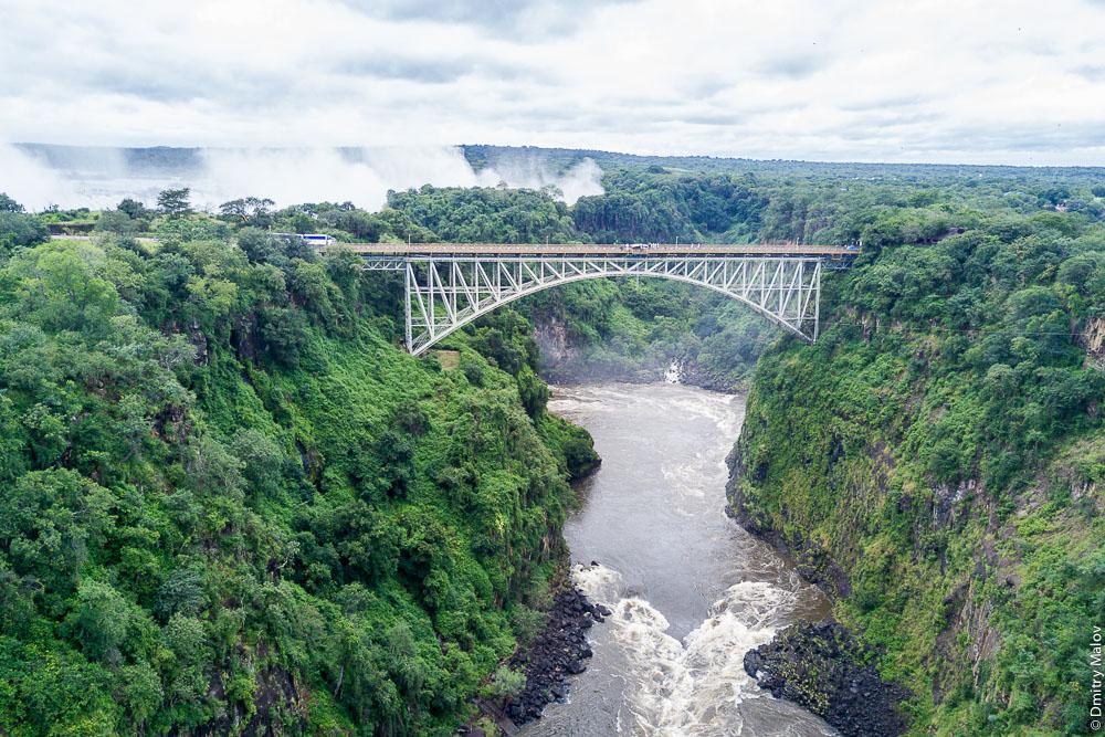Мост через водопад Виктория, река Замбези, Замбия, Зимбабве. Victoria Falls bridge, Zambezi river, Zambia, Zimbabwe