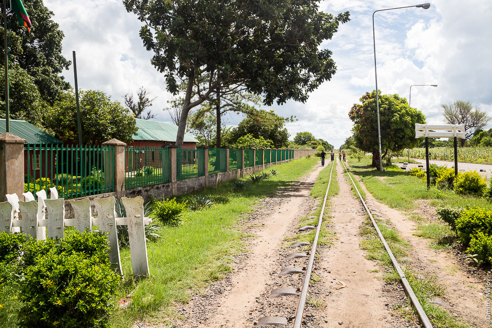 Город Ливингстон, Замбия. Livingstone city, Zambia. Железнодорожный музей Замбии. Railway Museum. Steel railroad crossties (railway sleepers)