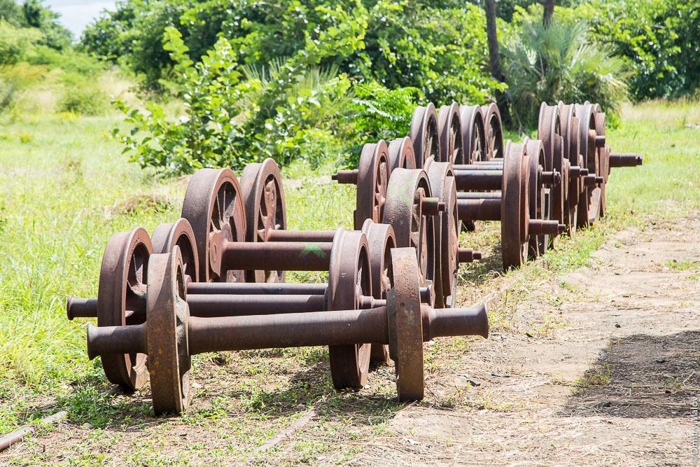 Город Ливингстон, Замбия. Livingstone city, Zambia. Железнодорожный музей Замбии. Railway Museum. Wheel pairs. Колёсные пары