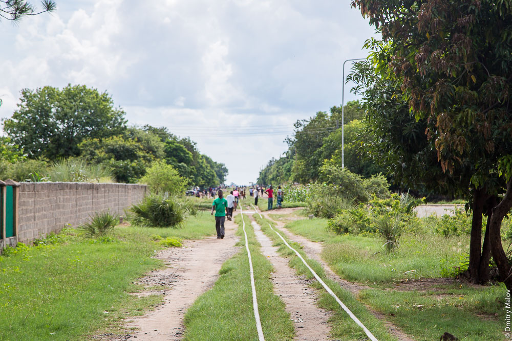 Город Ливингстон, Замбия. Остатки железной дороги. Livingstone city, Zambia, town centre, remains of railroad