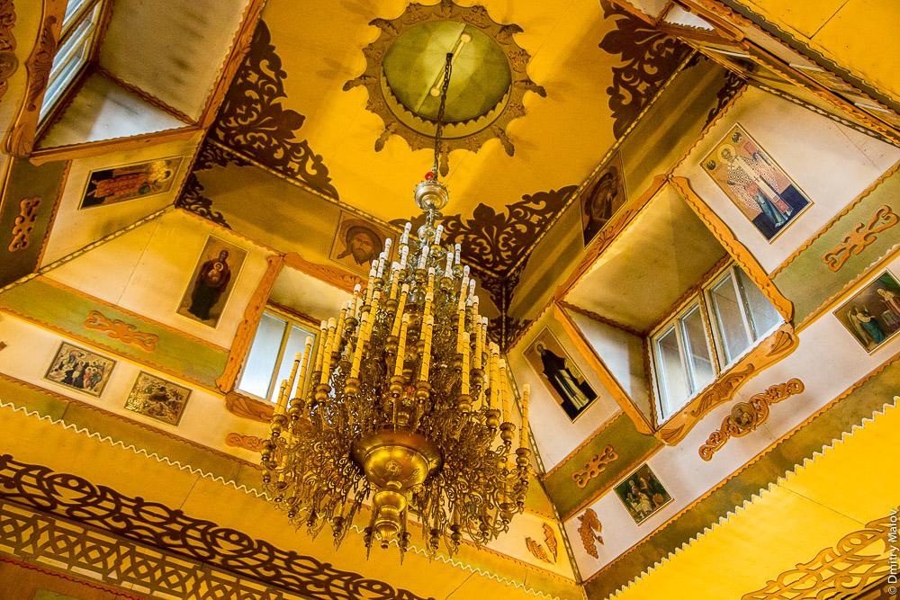 Внутри Покровской церкви, люстра, Александровск-Сахалинский, Россия. Alexandrovsk-Sakhalisnky, inside the orthodox church, Sakhalin, Russia