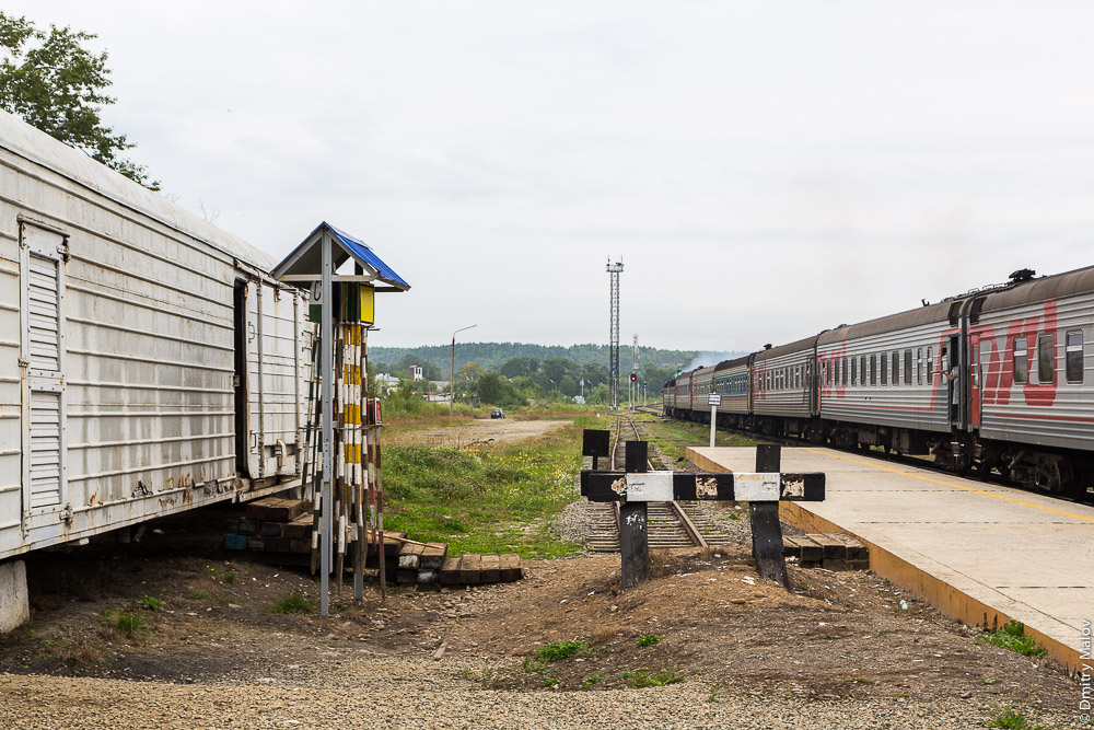 Станция Долинск, Сахалин, Россия. Убытие поезда №2. Dolinsk station, Sakhalin, Russia. Express train 2 departs