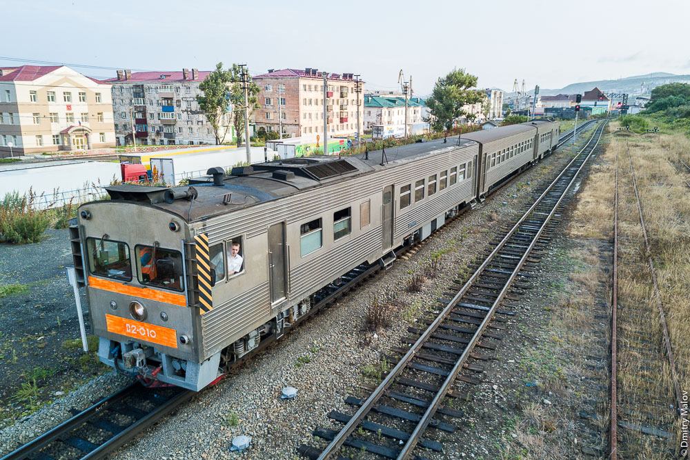 Дизель-поезд Д2. Южный вокзал, Холмск, Сахалин. D2 diesel train. Southern railway station, Kholmsk, Sakhalin, Russia.