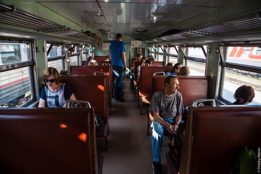 Пассажиры внутри дизель-поезда Д2, вокзал Южно-Сахалинска, Сахалин. Passengers inside D2 diesel train, Yuzhno-Sakhalinsk main station, Sakhalin, Russia.