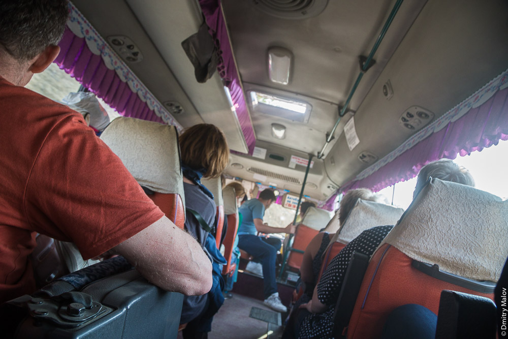 Русские туристы едут из Томари в Холмск на маршрутке, Сахалин. Russian tourists travel on minibus from Tomari to Kholmsk, Sakhalin, Russia
