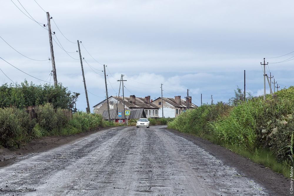 Северные окрестности Холмска, Сахалин. Гравийная дорога. Northern neighborhoods of Kholmsk, Sakhalin, Russia. Gravel road.