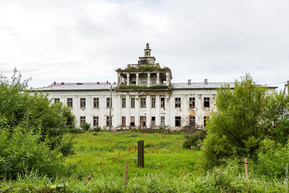 Яблочное, Сахалин. Разрушенное сталинское здание.