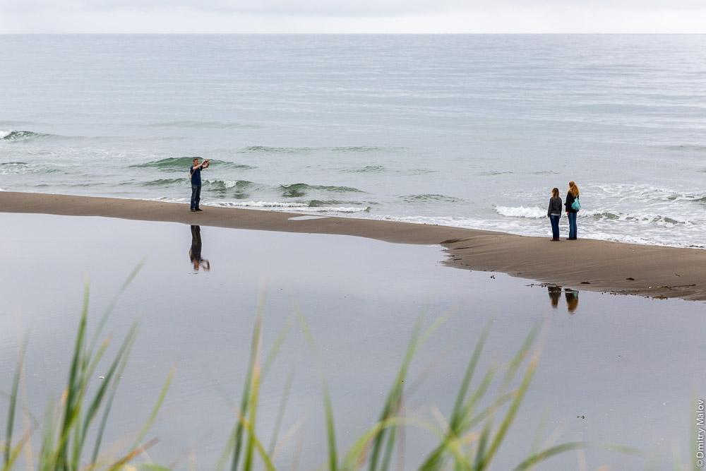 Дюны, пляж и море на мысе Слепиковского, Сахалин. The sea, dunes, and a beach at Cape Slepikovsky, Sakhalin, Russia