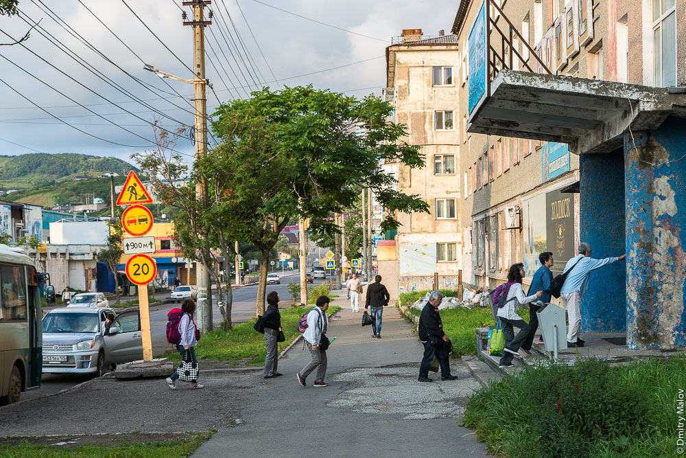 Гостиница Холмск, Сахалин. Привезли группу японских туристов. Kholmsk hotel, Sakhalin, Russia. Group of Japanese tourists