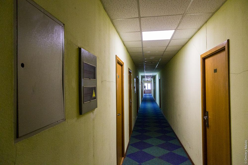 Гостиница Холмск, Сахалин. Коридор. Kholmsk hotel, Sakhalin, Russia. Corridor