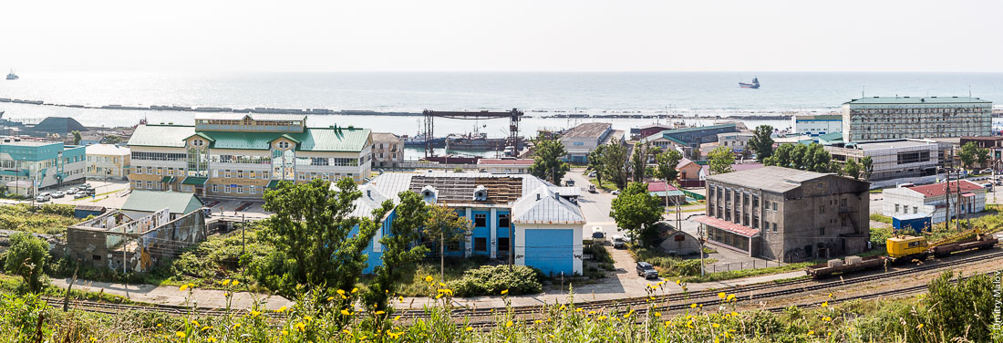 Панорама порта и центра города Невельска, Сахалин. Panoramic view of the port and town centre of Nevelsk, Sakhalin, Russia.