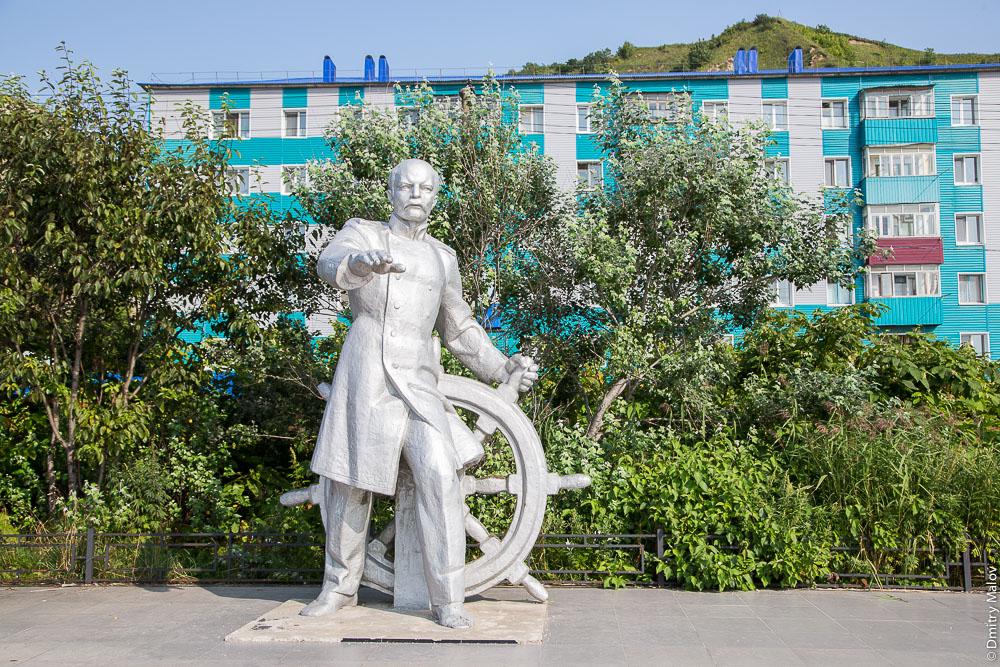 Памятник адмиралу Невельскому, Невельск, Сахалин. The monument to Admiral Gennady Nevelskoy, town of Nevelsk, Sakhalin, Russia