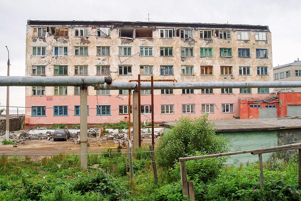 """""""Бригантина"""". Последствия землетрясения в Невельске, Сахалин. After the earthquake in Nevelsk, Sakhalin, Russia. 2007"""