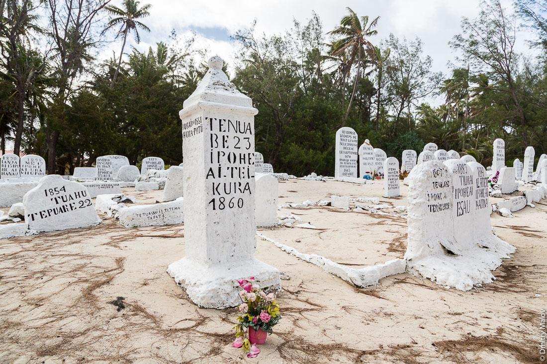 Tenuabe 23 Ipoheai Tei Kura 1860. Кладбище, Амару, остров Риматара, архипелаг Острал (Тубуаи), Французская Полинезия. Royal cemetery in Amaru, Rimatara, Austral archipelago (Tubuai), French Polynesia.