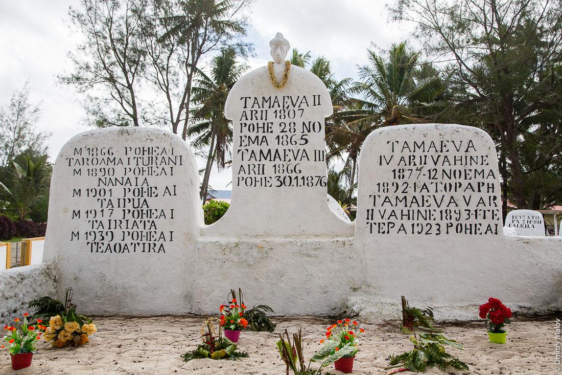 Кладбище, Амару, остров Риматара, архипелаг Острал (Тубуаи), Французская Полинезия. Royal cemetery in Amaru, Rimatara, Austral archipelago (Tubuai), French Polynesia. Poheai, Tamaeva II arii 1807, Tamaeva III arii 1866, Tamaeva IV arii vahine 1877-12 noema, Tamaeva V, arii vahine 1893